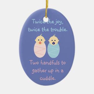 Ornement Ovale En Céramique Jumeaux = deux fois la joie