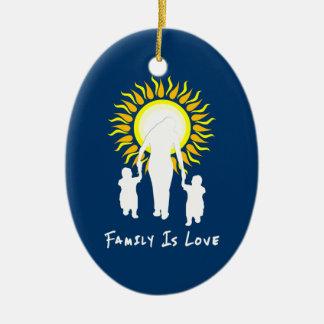Ornement Ovale En Céramique La famille est amour Sun