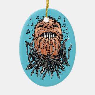 Ornement Ovale En Céramique le musicien joue sur ses dents comme sur le