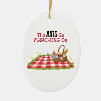 Ornement Ovale En Céramique Les fourmis vont marcher