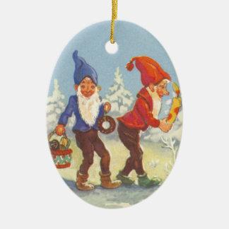 Ornement Ovale En Céramique Noël vintage, elfes pendant l'hiver de forêt de