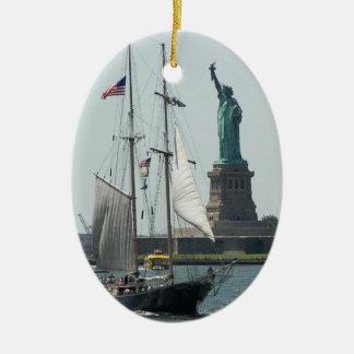 Ornement Ovale En Céramique Photo de voyage de port de New York City
