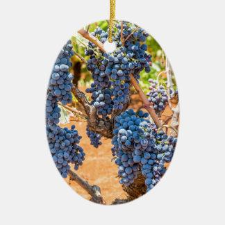 Ornement Ovale En Céramique Plante de raisin avec les groupes grapes.JPG bleu