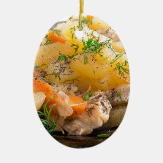 Ornement Ovale En Céramique Plat des pommes de terre cuites avec le poulet et