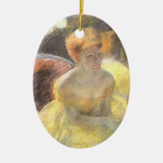 Ornement Ovale En Céramique Portrait de Lydia à l'opéra par Mary Cassatt