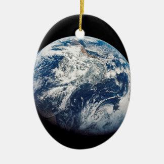 Ornement Ovale En Céramique Première photo de la Terre prise par l'Homme