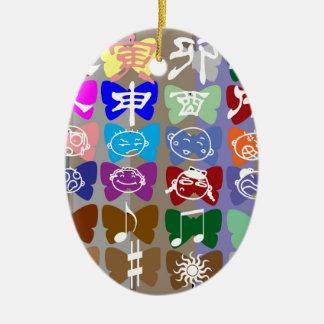 Ornement Ovale En Céramique Visages drôles, caractères chinois et étincelles