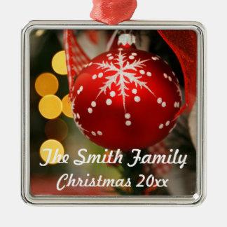 Ornement personnalisé d'année de Noël de rouge et