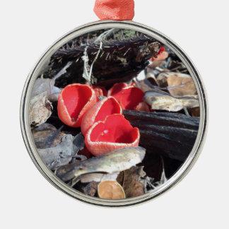 Ornement Rond Argenté Champignon de tasse rouge