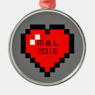 Ornement Rond Argenté coeur à 8 bits (plein)