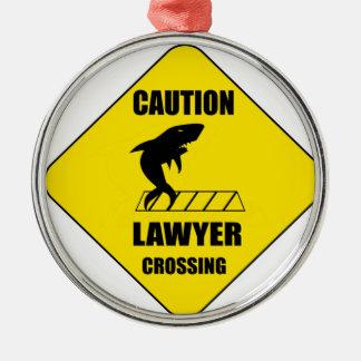 Ornement Rond Argenté Croisement d'avocat avec le requin