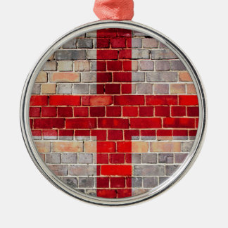 Ornement Rond Argenté Drapeau de l'Angleterre sur un mur de briques