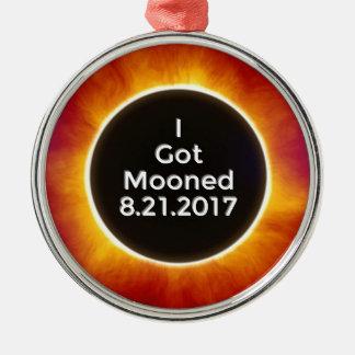 Ornement Rond Argenté L'éclipse solaire américaine obtient le 21 août