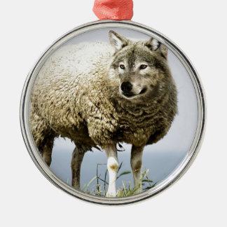 Ornement Rond Argenté Loup dans l'habillement du mouton