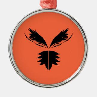 Ornement Rond Argenté Noir d'ailes sur l'orange