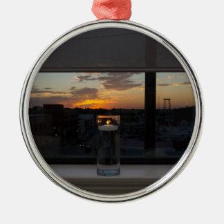 Ornement Rond Argenté Observation du coucher du soleil