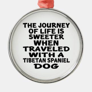 Ornement Rond Argenté Parcouru avec un associé tibétain de la vie