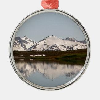 Ornement Rond Argenté Réflexions de lac des montagnes, Alaska