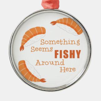 Ornement Rond Argenté Semble de poisson