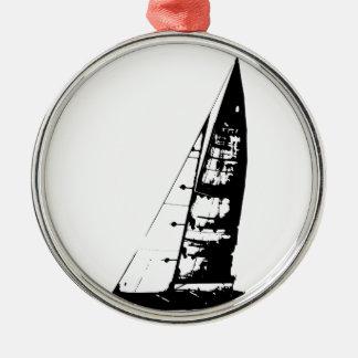 Ornement Rond Argenté Silhouette de voilier