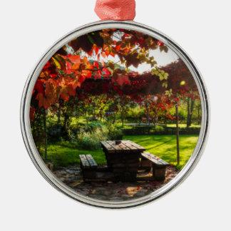 Ornement Rond Argenté Sun par le feuille d'automne, Croatie