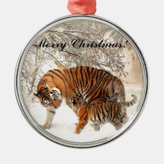 Ornement Rond Argenté Tigre de bébé et maman de tigre dans une forêt