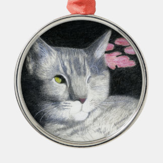 Ornement Rond Argenté Un chat tigré observé de gris de Jack