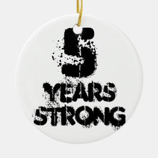 Ornement Rond En Céramique 5 ans de récupération forte de soutien amical de