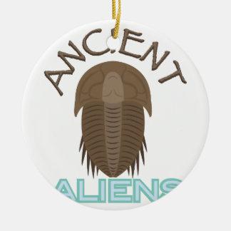 Ornement Rond En Céramique Aliens antiques de Trilobite