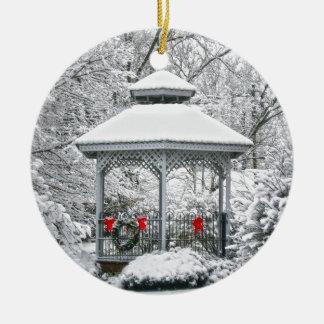 Ornement Rond En Céramique Belvédère dans la neige