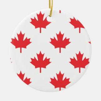Ornement Rond En Céramique Blanc du Canada avec la feuille d'érable rouge