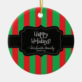 Ornement Rond En Céramique Bonnes fêtes. Rayures d'insigne et de Noël
