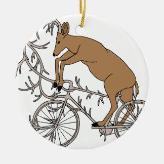 Ornement Rond En Céramique Cerfs communs montant son vélo d'Antler