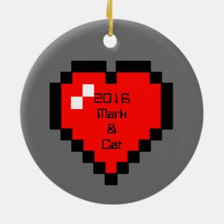 Ornement Rond En Céramique coeur à 8 bits (plein)