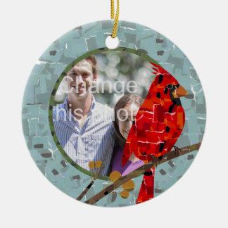 Ornement Rond En Céramique Collage cardinal d'oiseau de Noël