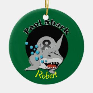Ornement Rond En Céramique Dévouement de requin de piscine de huit boules
