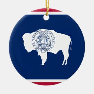 Ornement Rond En Céramique Drapeau d'état du Wyoming