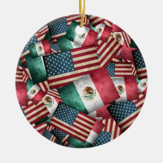 Ornement Rond En Céramique Drapeaux mexicains/américains affligés - les USA