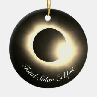 Ornement Rond En Céramique Éclipse solaire totale