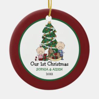 Ornement Rond En Céramique Ęr Noël de jumeaux mignons personnalisé
