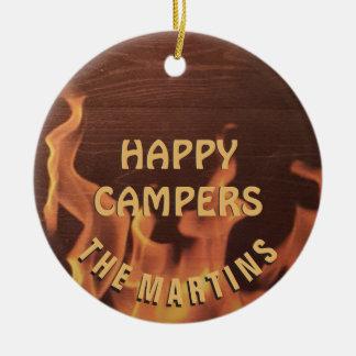 Ornement Rond En Céramique Feu de camp de profondément satisfait de camping