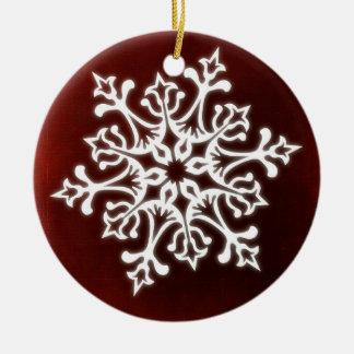 Ornement Rond En Céramique Flocon de neige élégant blanc sur rouge foncé