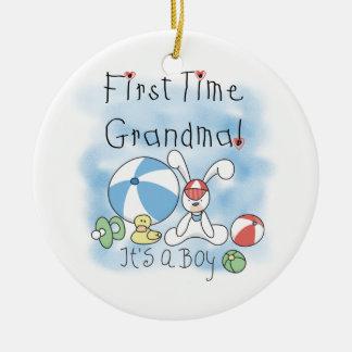 Ornement Rond En Céramique Grand-maman de première fois des cadeaux de garçon