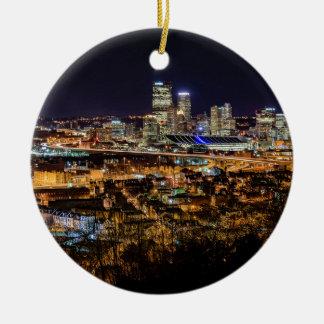 Ornement Rond En Céramique Horizon de Pittsburgh la nuit