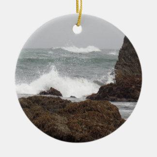 Ornement Rond En Céramique Jet d'océan à la plage en verre Fort Bragg la