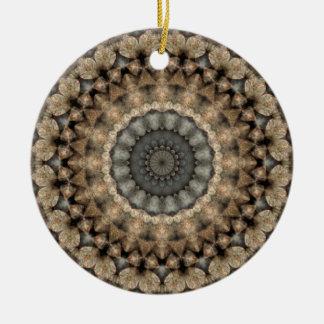 Ornement Rond En Céramique Kaléidoscope rond de mandala de cailloux gris et