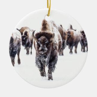 Ornement Rond En Céramique La neige a couvert le bison, le parc national en