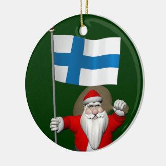 Ornement Rond En Céramique Le père noël gai avec le drapeau de la Finlande
