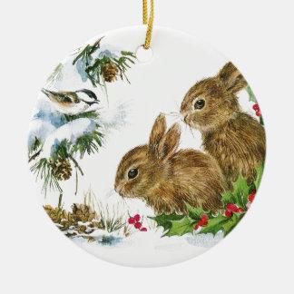 Ornement Rond En Céramique Les lapins et l'oiseau apprécient la neige