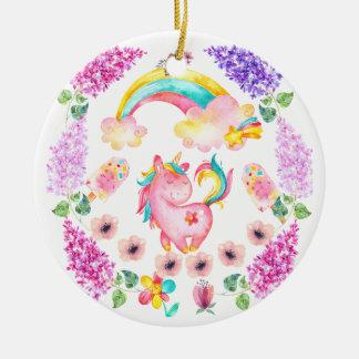 Ornement Rond En Céramique Licorne de bébé jouant dans ses produits multi de